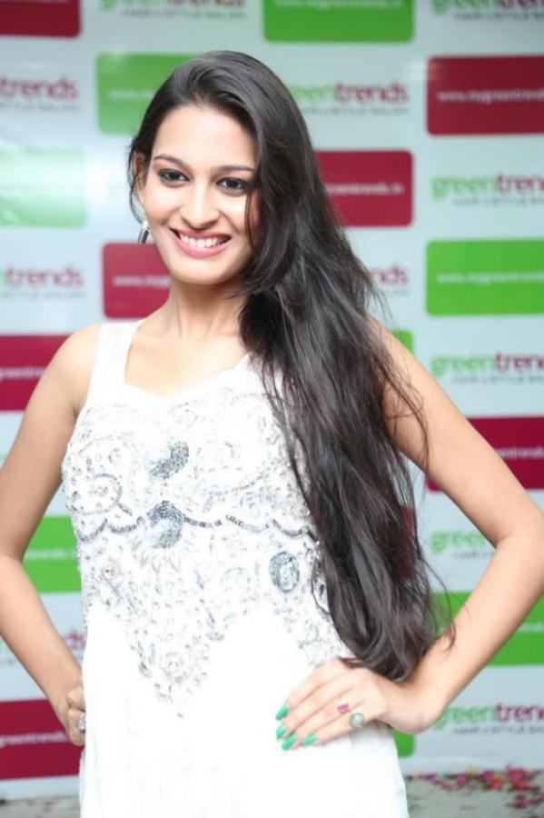madhu-shalini-launches-green-trends-108th-salon-photos-21
