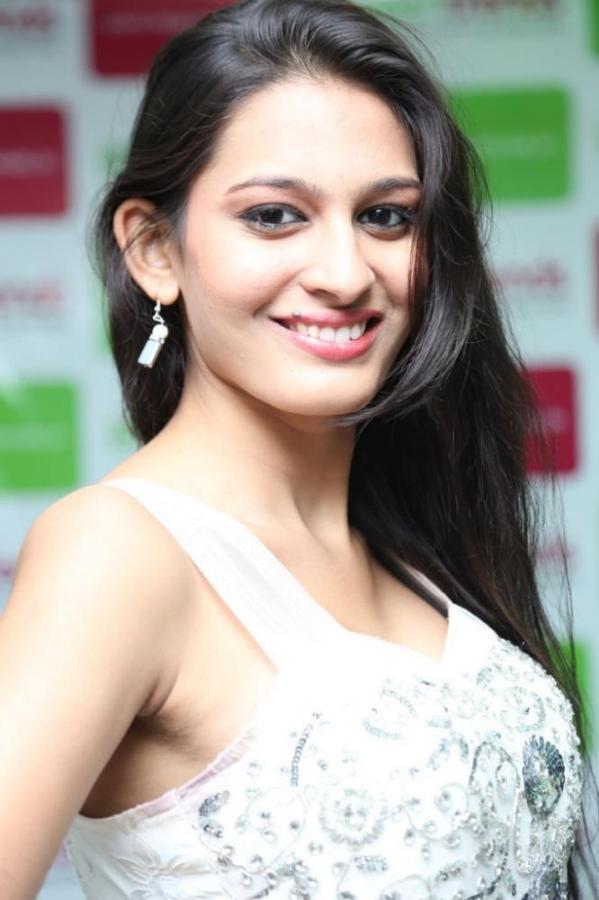 madhu-shalini-launches-green-trends-108th-salon-photos-22