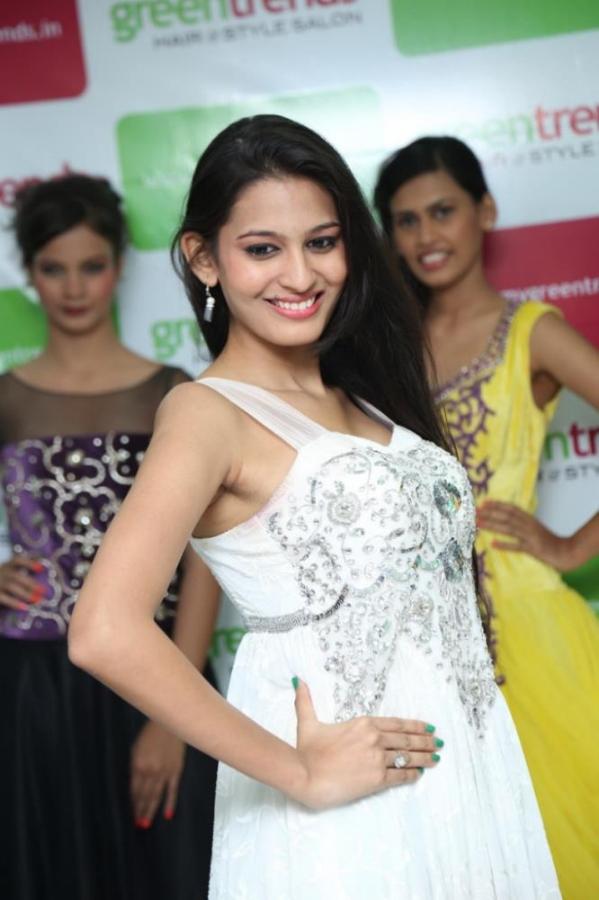 madhu-shalini-launches-green-trends-108th-salon-photos-23