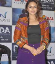 huma-qureshi-at-dada-book-launch-photos-3
