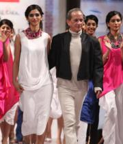 hyderabad-fashion-week-2013-day1-gallery-114