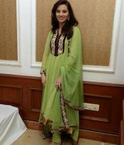 isha-chawla-at-santosham-awards-press-meet-1