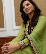 isha-chawla-at-santosham-awards-press-meet-15