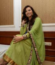 isha-chawla-at-santosham-awards-press-meet-16
