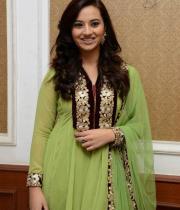 isha-chawla-at-santosham-awards-press-meet-2