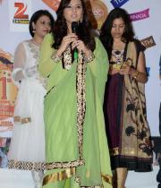 isha-chawla-at-santosham-awards-press-meet-24