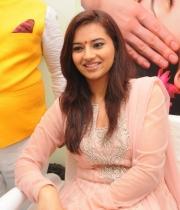 isha-chawla-at-de-charms-spa-n-salon-launch394020