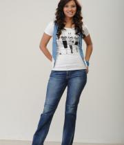 isha-chawla-photoshoot-in-jeans-10