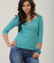 isha-chawla-photoshoot-in-jeans-2