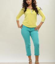 isha-chawla-photoshoot-in-jeans-23