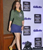 jwala-gutta-hot-in-skirts-13