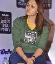 jwala-gutta-hot-in-skirts-2