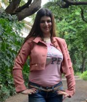 kainaat-arora-latest-photos-in-jeans-3
