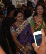 kajal-launch-srinikethan-shopping-mall-4