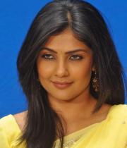kamalini-mukherjee-latest-pics-14