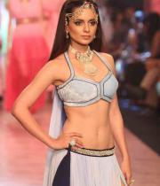 kangana-ranaut-stills-at-iijw-2013-01