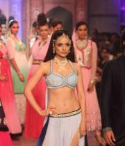 kangana-ranaut-stills-at-iijw-2013-02