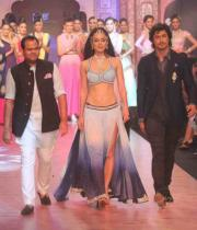 kangana-ranaut-stills-at-iijw-2013-03