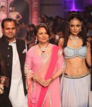 kangana-ranaut-stills-at-iijw-2013-06
