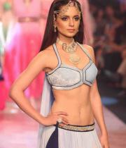 kangana-ranaut-stills-at-iijw-2013-09