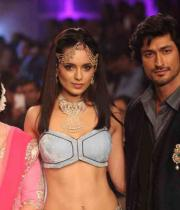 kangana-ranaut-stills-at-iijw-2013-10