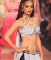 kangana-ranaut-stills-at-iijw-2013-12