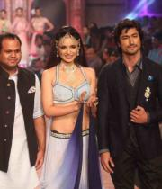 kangana-ranaut-stills-at-iijw-2013-13