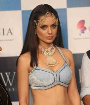 kangana-ranaut-stills-at-iijw-2013-16