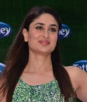 kareena-kapoor-launches-tetley-green-tea-1
