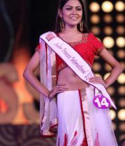 karishma-kapoor-at-indian-princess-finale-1