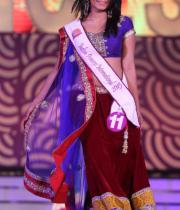 karishma-kapoor-at-indian-princess-finale-10