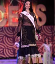 karishma-kapoor-at-indian-princess-finale-2