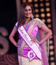 karishma-kapoor-at-indian-princess-finale-23