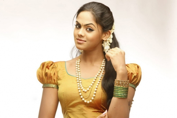karthika-nair-cute-stills-4