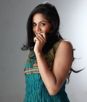 karthika-nair-cute-stills-2