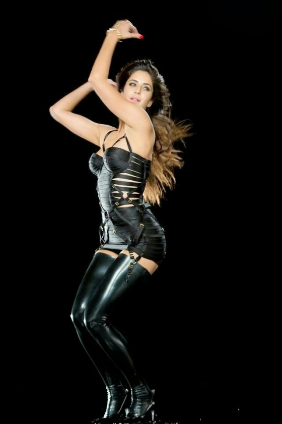 katrina-kaif-hottest-captures-in-dhoom-3-2