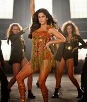 katrina-kaif-hottest-captures-in-dhoom-3-3