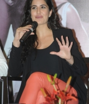 katrina-kaif-photos-at-dhoom-3-team-press-meet-1