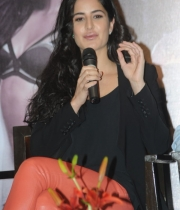 katrina-kaif-photos-at-dhoom-3-team-press-meet-10