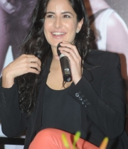 katrina-kaif-photos-at-dhoom-3-team-press-meet-2