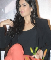 katrina-kaif-photos-at-dhoom-3-team-press-meet-3