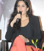 katrina-kaif-photos-at-dhoom-3-team-press-meet-4