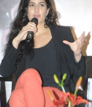 katrina-kaif-photos-at-dhoom-3-team-press-meet-5
