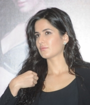 katrina-kaif-photos-at-dhoom-3-team-press-meet-7