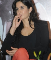 katrina-kaif-photos-at-dhoom-3-team-press-meet-8