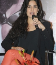 katrina-kaif-photos-at-dhoom-3-team-press-meet-9