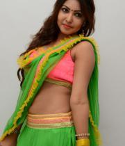 komal-jha-hot-navel-show-photos-15