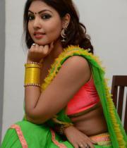 komal-jha-hot-navel-show-photos-18