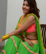 komal-jha-hot-navel-show-photos-19