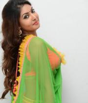 komal-jha-hot-navel-show-photos-2